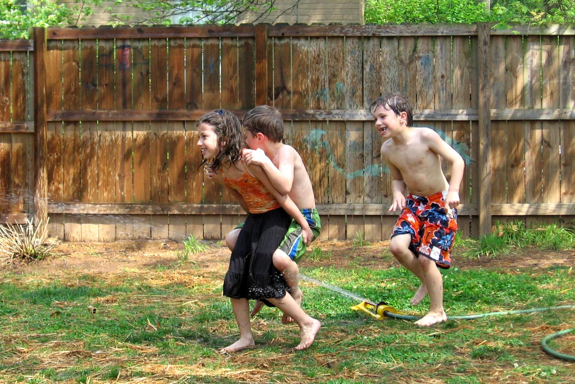 Backyard Toys guest post from modernize: diy backyard toys} | muddy mommy